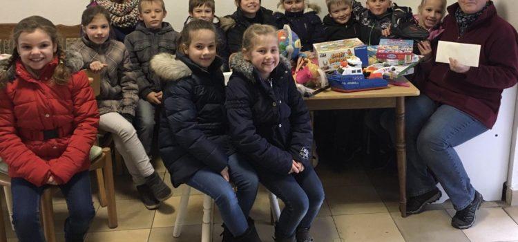 Zu Besuch im Warenkorb – Eine Spendenaktion der Kommunionkinder